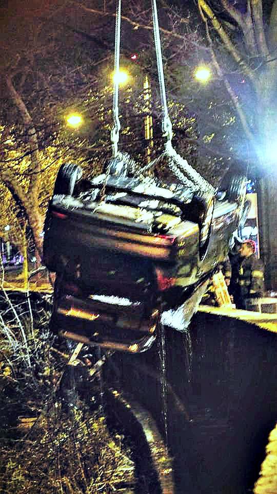 EastFallsLocal CAROLYN CARD SUTTON disaster on Kelly Drive divers haul car